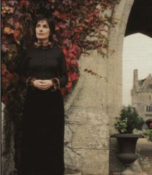 at Humewood Castle, Dublin; photo from ByN Dominical,Spain (scanned by Troman)