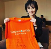1Item signed by Enya for the 'Support Our Kids'  charity auction; JApan; March 2016