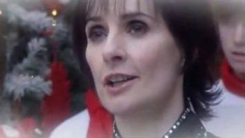 Enya performing Oíche Chiúin on This Morning, UK; 4.12.2008